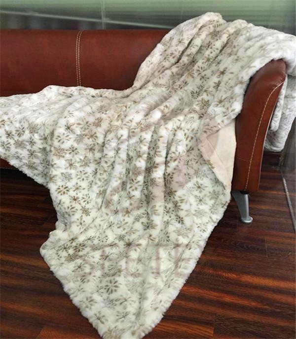 Snow pattern faux fur throw