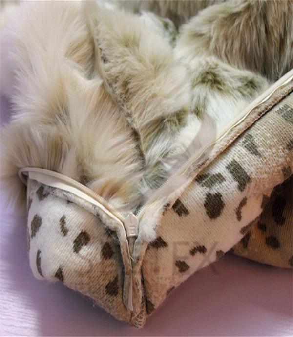 Snow leopard design cushion cover