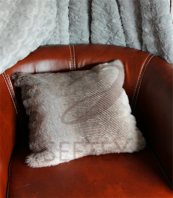 Zig-zag printing chinchilla design faux fur pillow